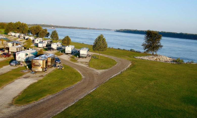 Tom Sawyer's Mississippi River RV Park is located right alongside the Mighty Mississippi