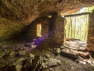 Moonshiners Cave at Devil's Den State Park