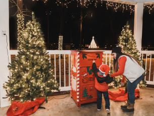 Mail letters to Santa in Clarksville, Arkansas