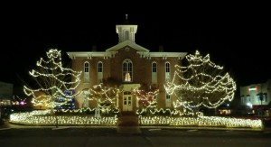 pocahontas christmas lights courthouse